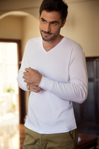 camiseta manga larga hombre escote v interlock tres ases