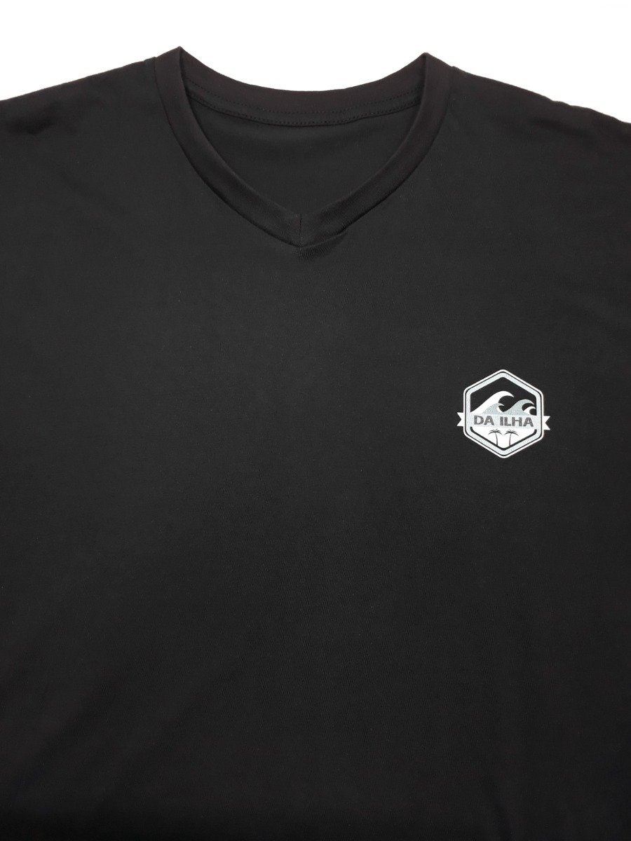 camiseta masculina estampa costas trilha surf gola v preta. Carregando zoom. 8f5755d8ea69a