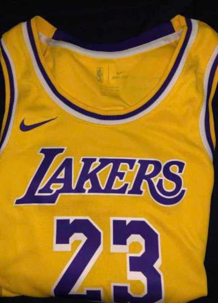 promo code c6adf 30d2f Camiseta Nba La Lakers Lebron James 23 Swingman Nike 2019 - $ 4.100,00