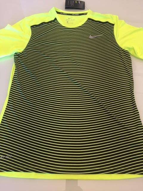 Para estrenar elegante y elegante elegir original Camiseta Nike Running Amarela E Preta