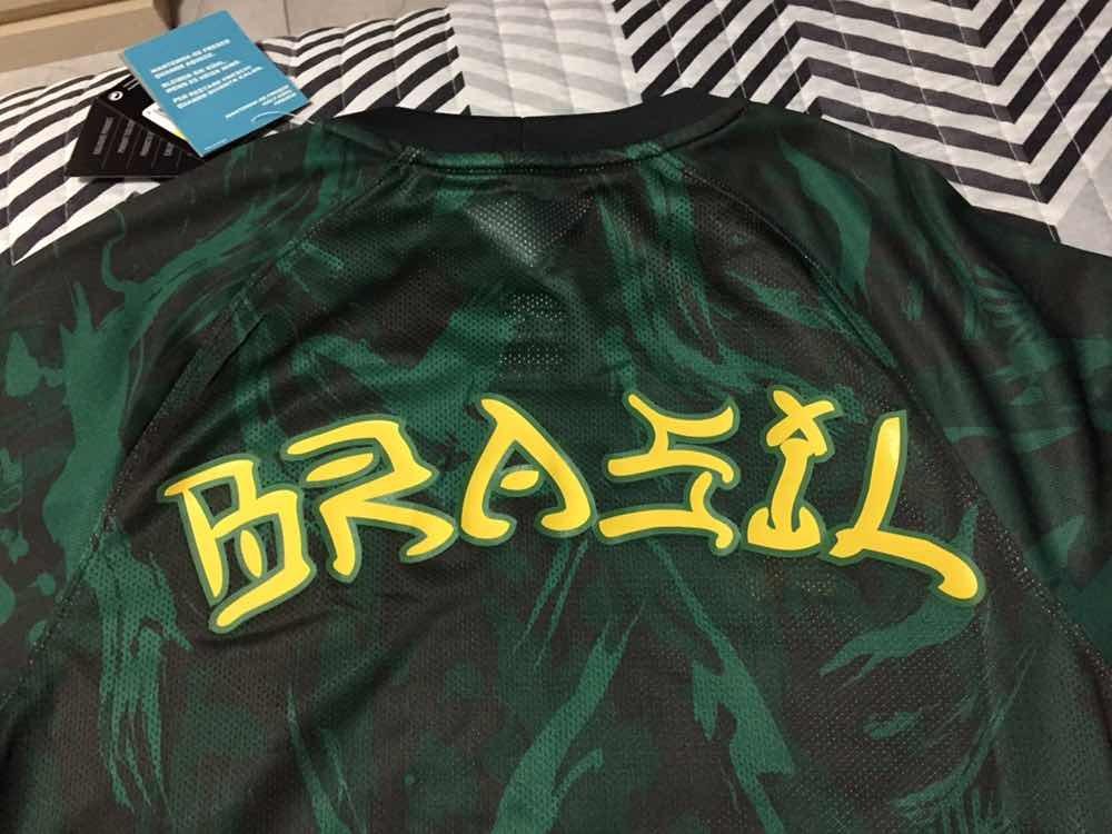 camiseta nike sb cbf brasil camo - original - tamanho p. Carregando zoom. 3246e57973b27