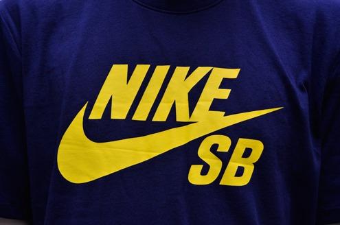 Camiseta Nike Sb Marinho Logo Amarelo Original - R  99 edbdb40dda9