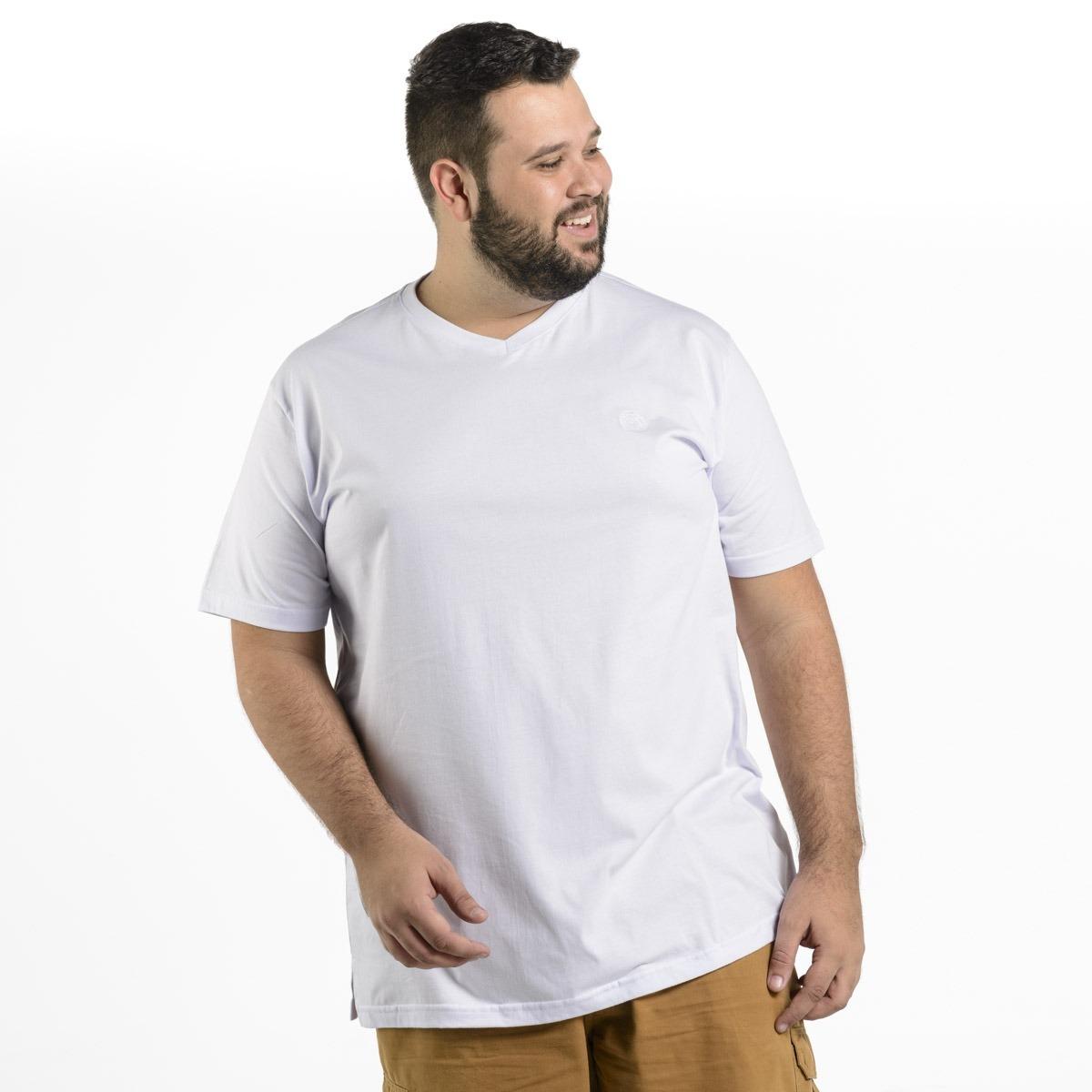 7e0d8d3421 camiseta plus size masculina lisa bordada gola v mais pano. Carregando zoom.