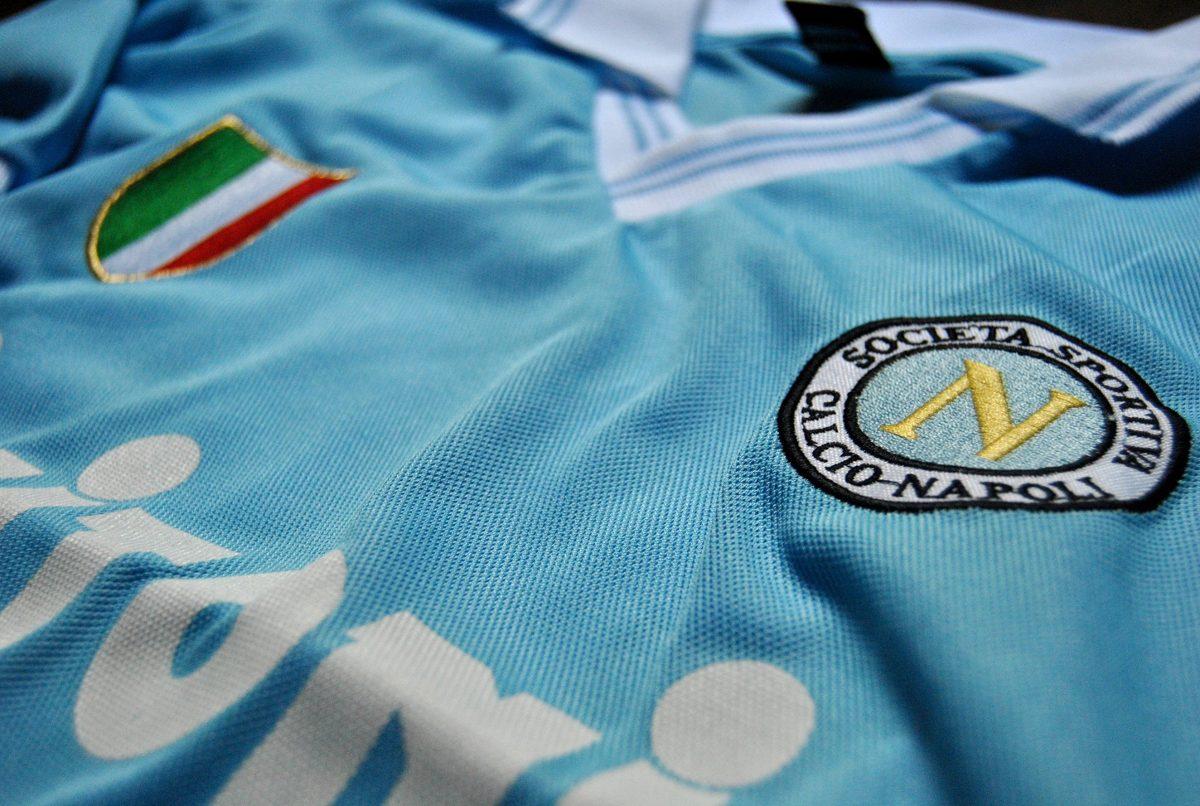 camiseta retro napoli celeste buitoni maradona. Cargando zoom. 21f2a9cb577d0