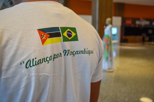 camiseta solidária - aliança por moçambique