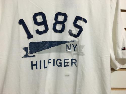 camiseta timmy hilfiger blanca con letras azules talla l