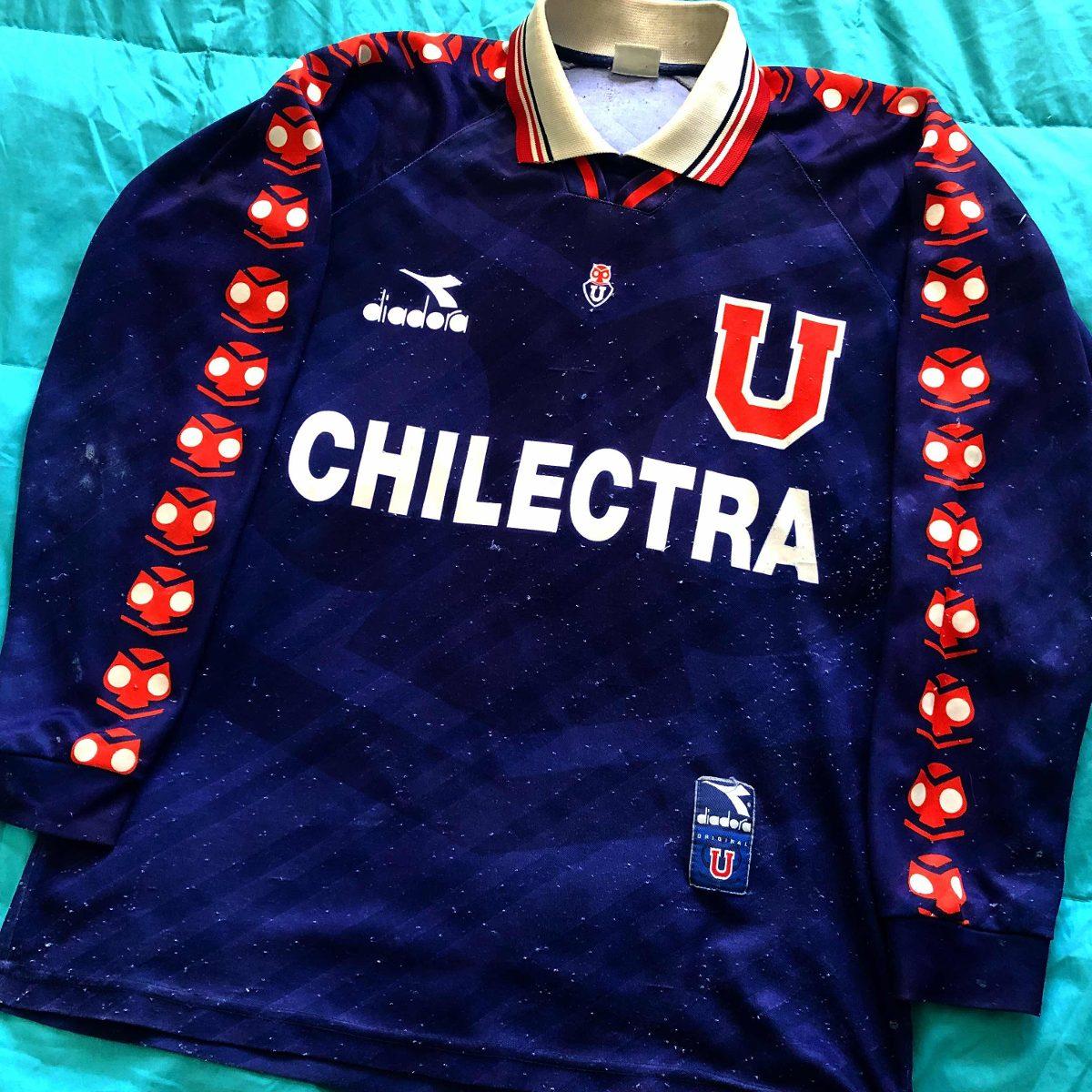 [Imagen: camiseta-u-de-chile-1996-manga-larga-leo...2018-F.jpg]