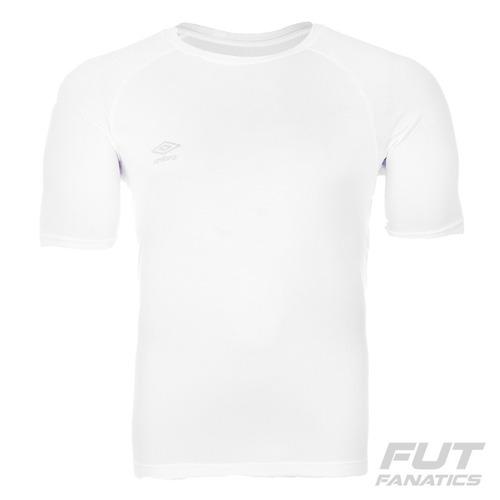 Camiseta Umbro Core Raglan Basic Branca - Futfanatics - R  24 1e72e110af502
