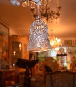 campana de cristal mide 14 cm de alto por 6 cm de diametro