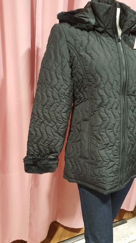 campera inflada de invierno con capucha y bolsillos