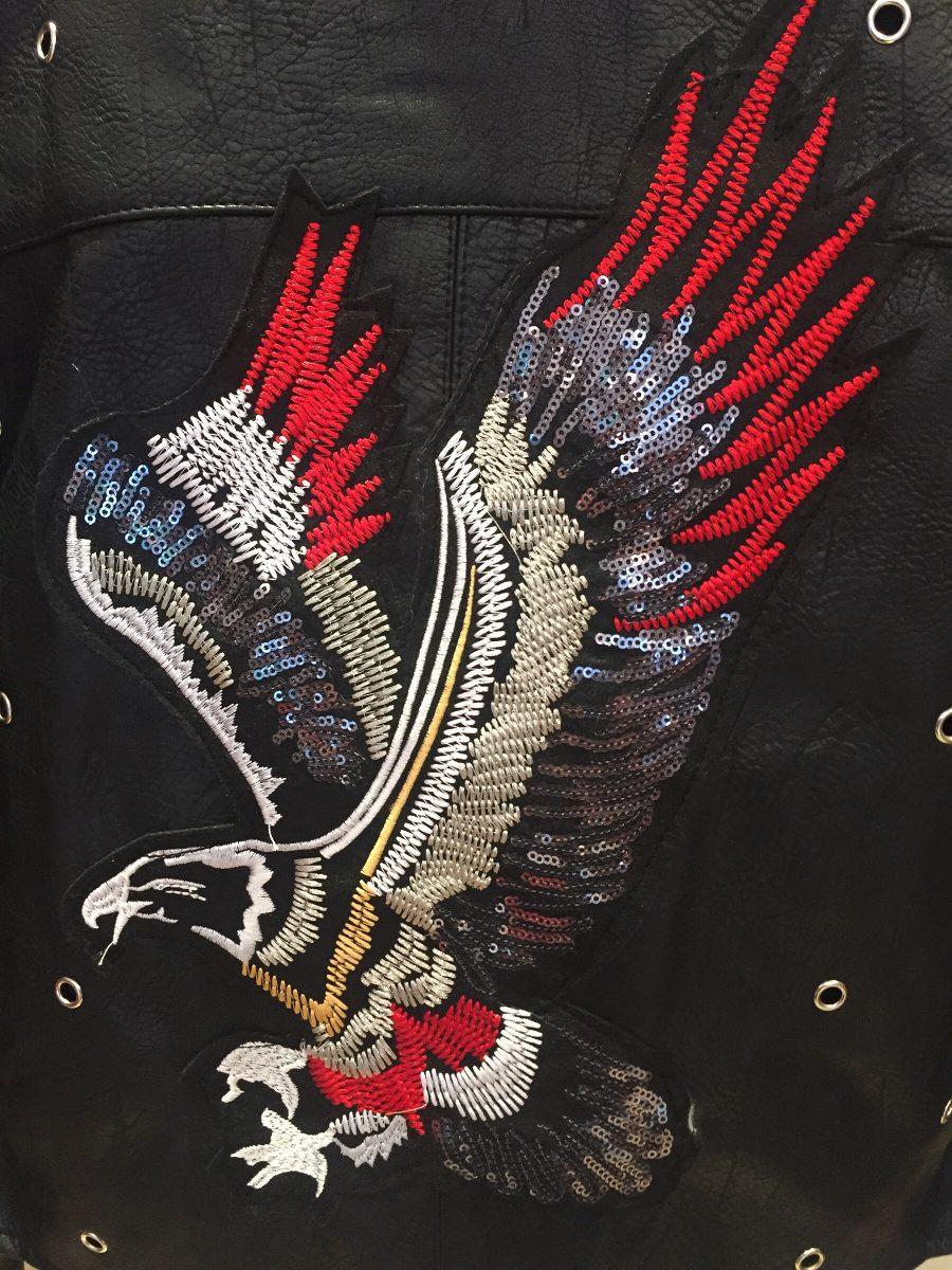 Aguila En La Espalda campera negra eco cuero tachas cierres Águila espalda bordad