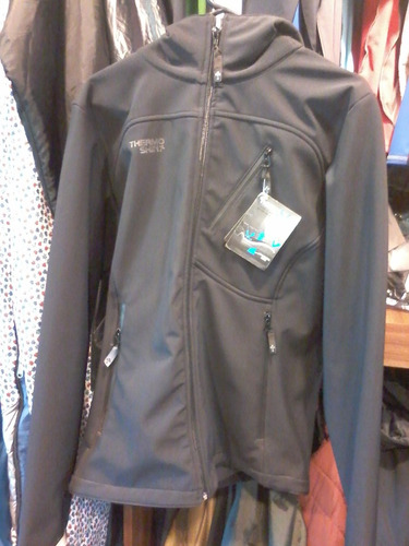 campera térmica thermoskin softshell con capucha impermeable