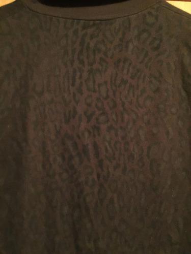 camperita de cierre con diseño . tela suave . pequeña .