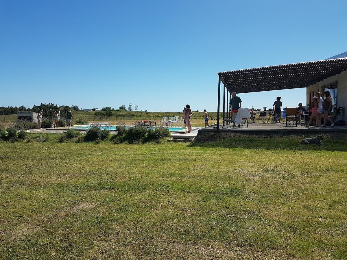 campo a la venta con casa y piscina la montañesa