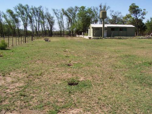 campo con casas en despeñaderos