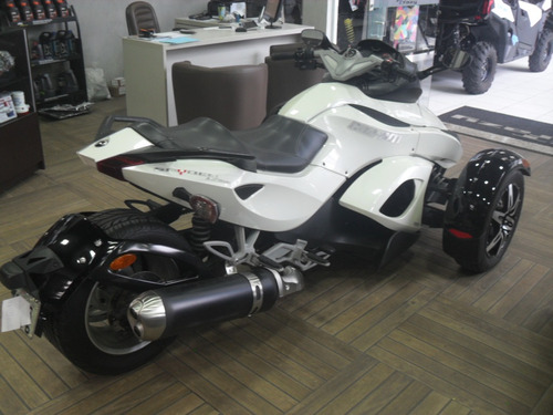 can-am spyder triciclo