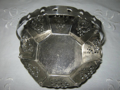 canastita metal plateada octogonal calada