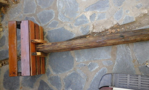 canasto de basura de madera