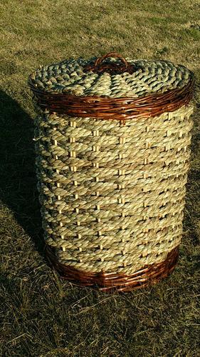 canasto tejido en mimbre y cardo con tapa por encargue
