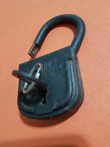 candado antiguo marca adal, con llave,excelente
