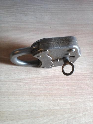 candado llave antiguo