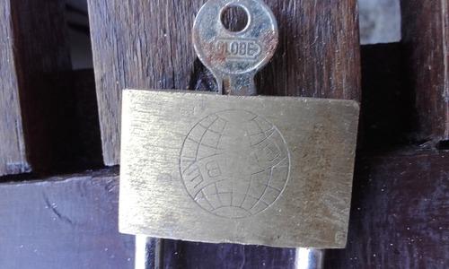 candados antiguos usados por lote!!! son 3!!! 2 con llave!!!