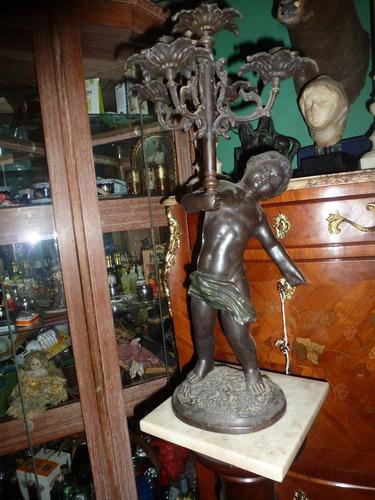 candelabro de bronce de 64cms de alto x 30 de ancho antiguo