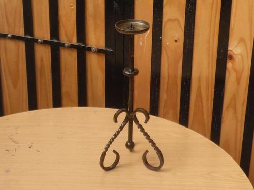 candelabro de fierr0 artesanal