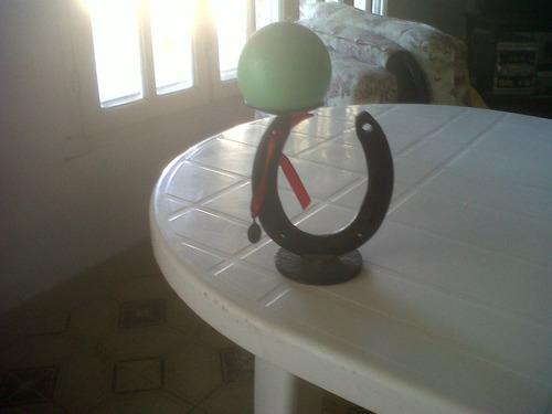candelabro hecho con una herradura