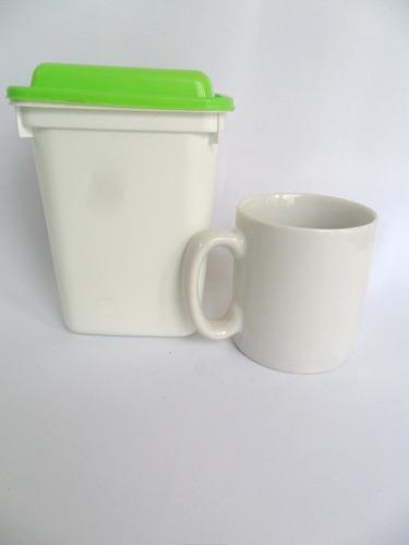 caneca de porcelana panger e pote de plástico para biscoitos