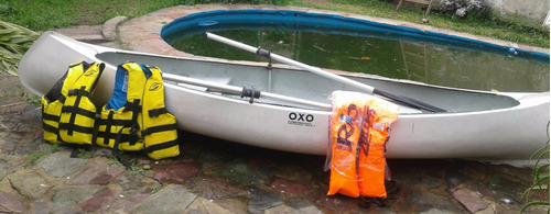canoa oxo - 2 remos - 3 chalecos salvavidas