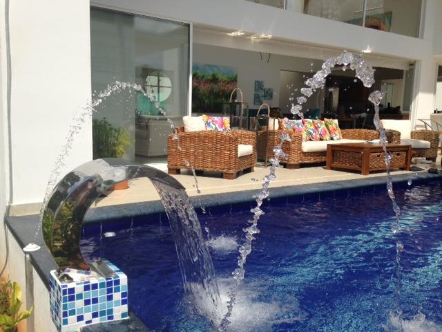 caon de agua para piscinas y jacuzzi