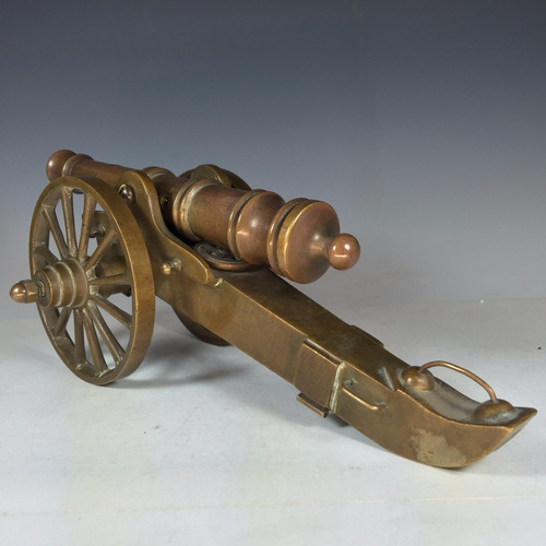 cañón en miniatura fabricado completamente en bronce