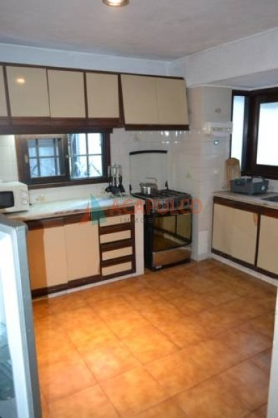 cantegril comoda casa de 5 dormitorios, piscina, alquiler anual - ref: 3482