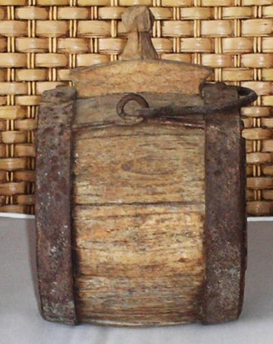 cantil tipo tonel em madeira