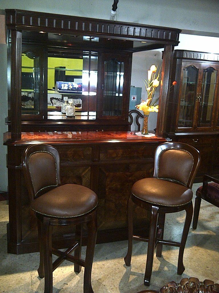 Cantina provenzal modernista en cedro rojo 43 for Bar de madera para sala