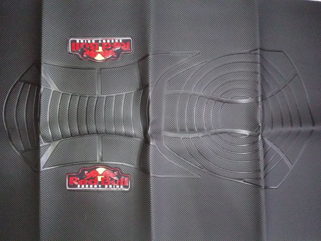 capa banco moto antiderrapante personalizado red bull. Carregando zoom. f037f857b12