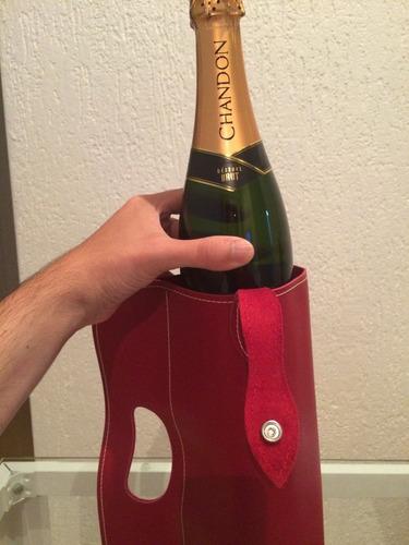capa de couro p/ champanhe cor bordô c/ logo cyrella