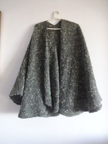 capa de lana color verde militar - talle unico