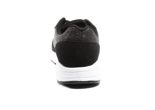 capa de ozono tenis sport color negro y suela blanca