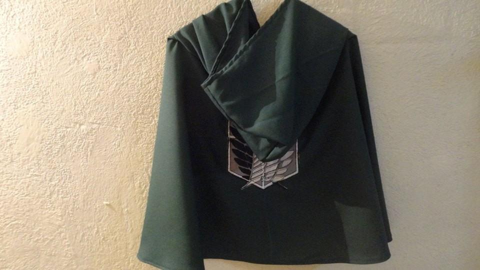 Capa shingeki no kyojin titan bordada la mas fiel al anime for O jardineiro fiel capa