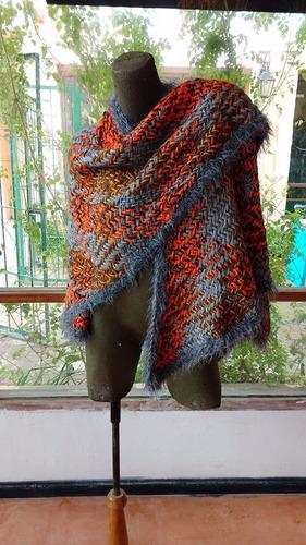 capas de lana de llama tejidas a telar
