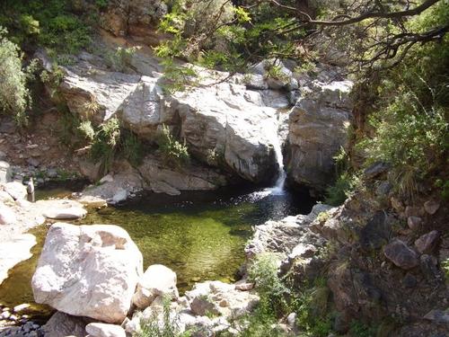 capilla del monte río cabañas con bella vista al cerro uritorco