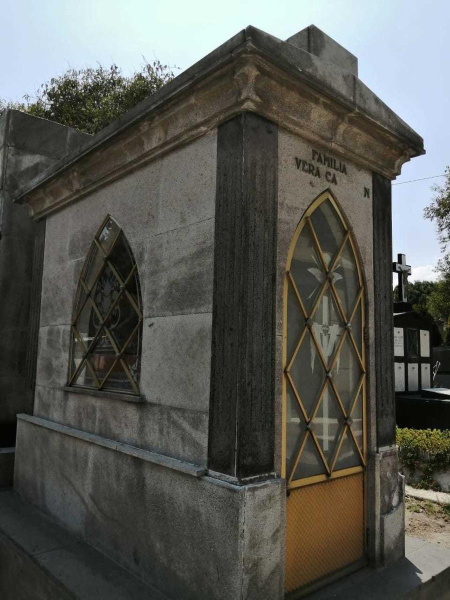 capilla y fosa panteón frances legaria