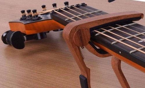 capo trasto guitarra acústica y eléctrica