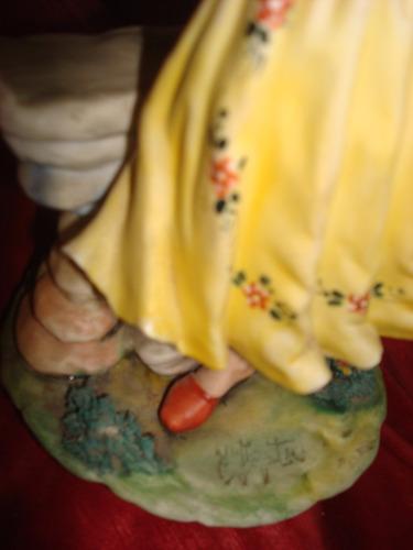 capodimonte, figura de joven, firmada y sellada. impecable