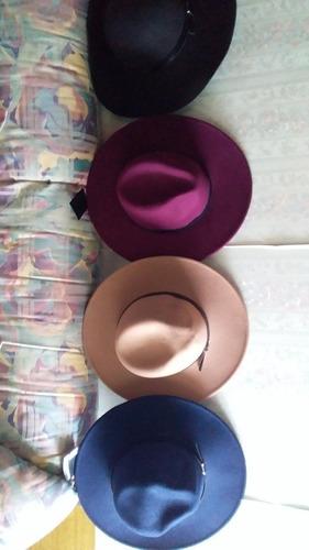 cappelinas de fieltro. ajustables. tres colores.