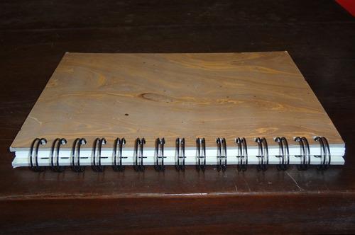 carderno artesanal com papel marmorizado