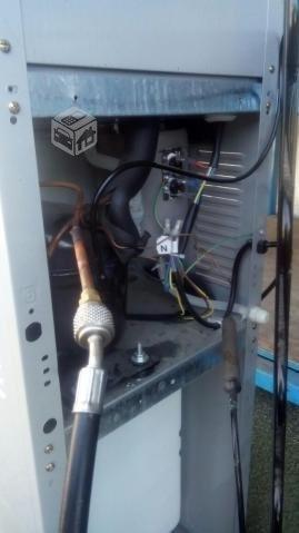 carga de aire acondicionado automotriz y dispensador de agua