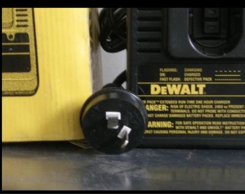 cargador de baterias dewalt 120v/240v